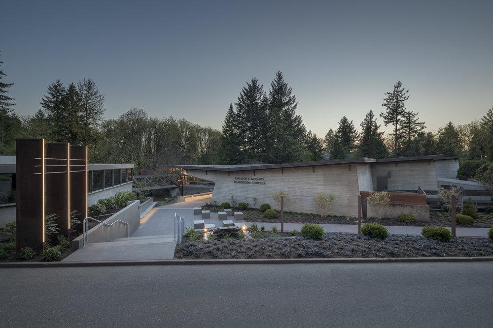 Lewis & Clark Law School exterior . Studio Petretti - SKL