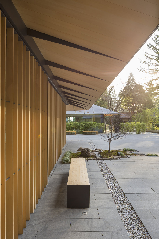 Portland Japanese Gardens eaves . Grohe Lixil