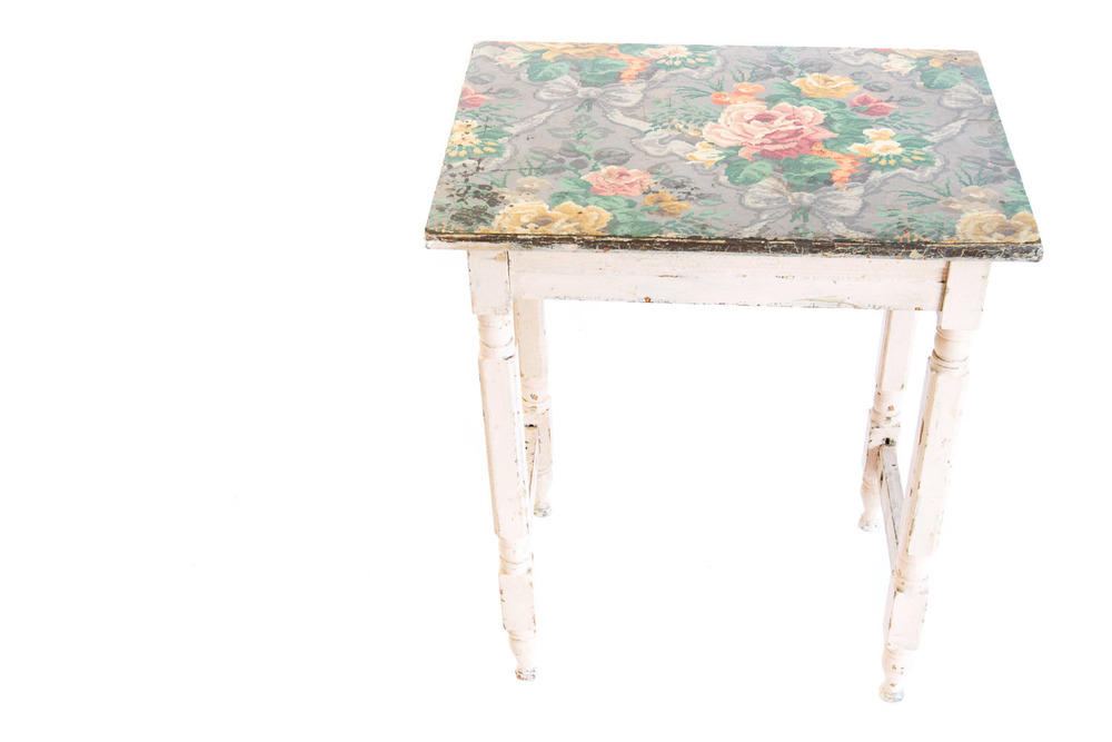 (T-017) The Wallpaper Table