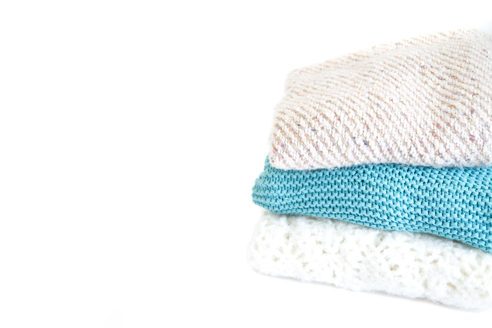 (L-022) THE KNIT THROW COLLECTION