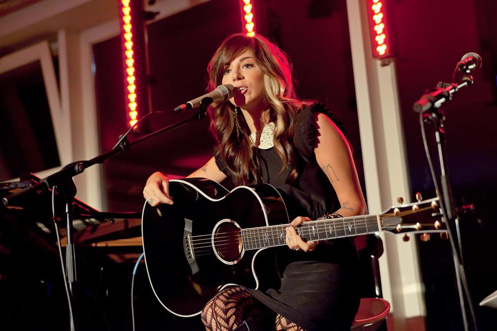 Christina Perri performt Live (© public adress)