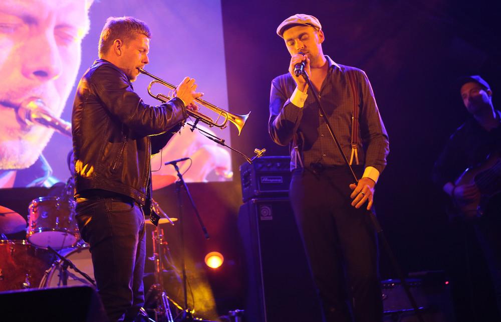 HANS 2015 / Preisträger Nils Wülker mit Max Mutzke (© public address)