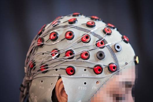 A new system from MIT CSAIL uses EEG brain signals to detect if a person notices robots making a mistake.
