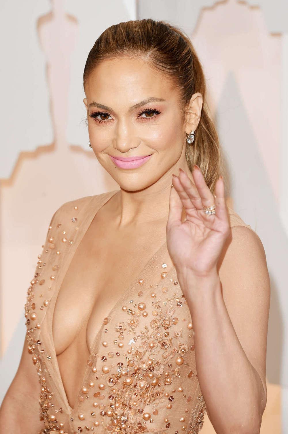 Jennifer-Lopez--2015-Oscars--03.jpg