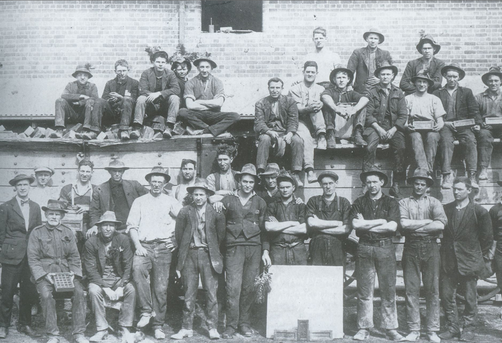 Brickworks workers 1924.jpg
