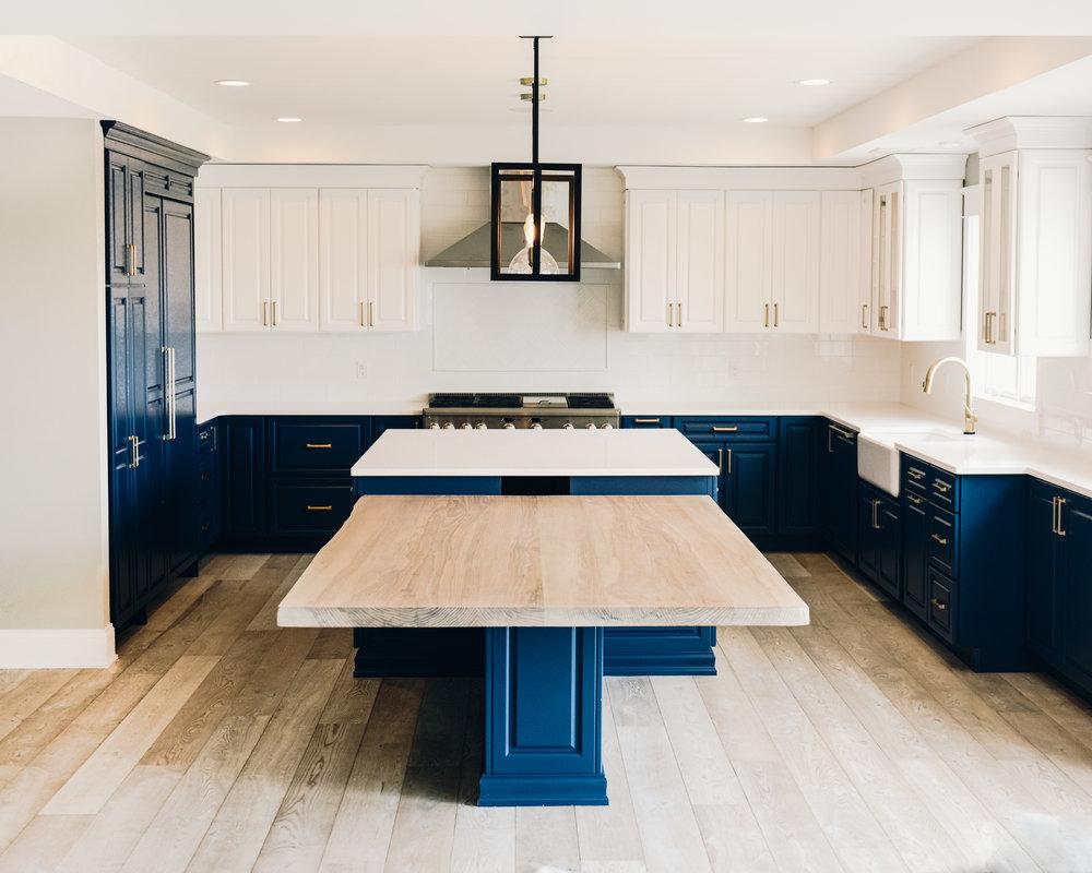 kitchen island_8DS0383.jpg