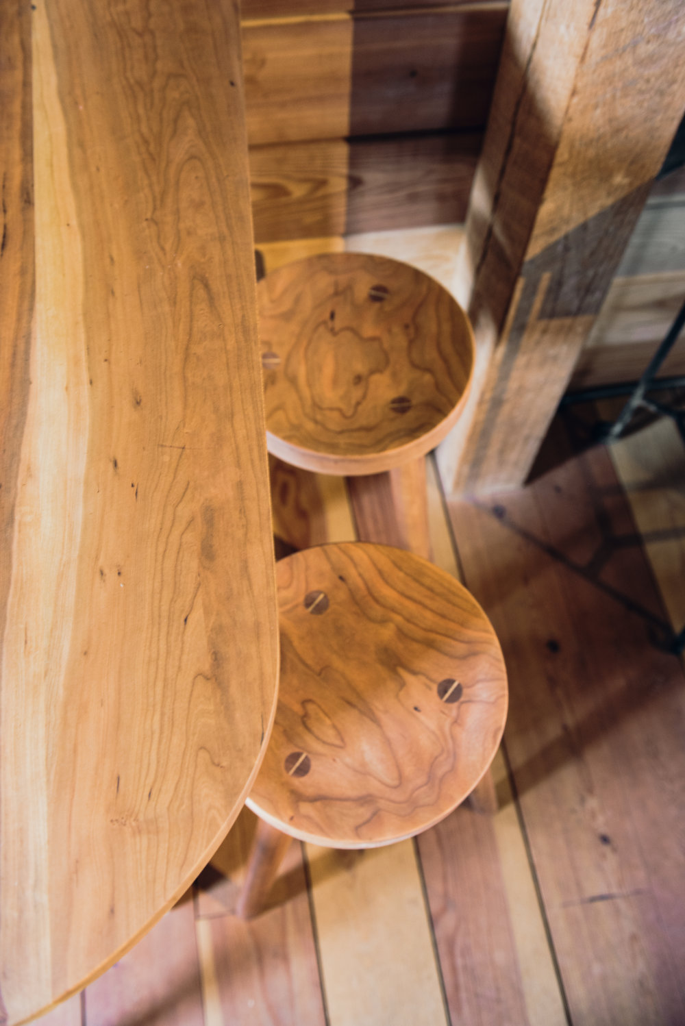cherry wood top and round cherry stools