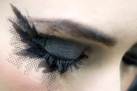 false eyelashes-chanel