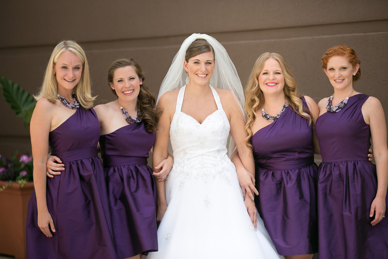 lace on-location-bride laura and bridal party