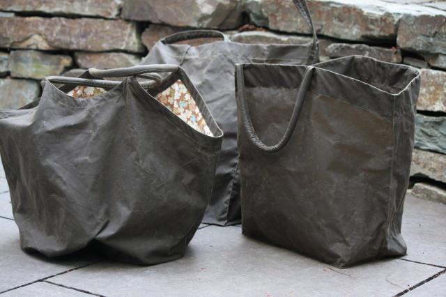 UTILITY BAGS IN WAXED COTTON