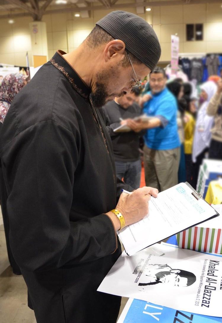 Zaid-Shakir-signing.jpg