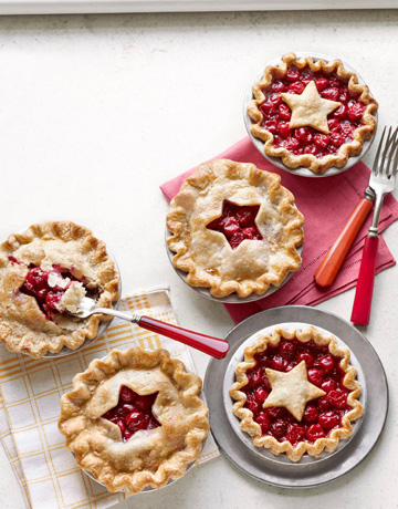 What better way to remember Washington and the chopping of the cherry tree than with some mini cherry pies! we think these would be great for a wedding reception dessert display too!   http://newshealth.net/more-summer-fruit-desserts-more-delight/