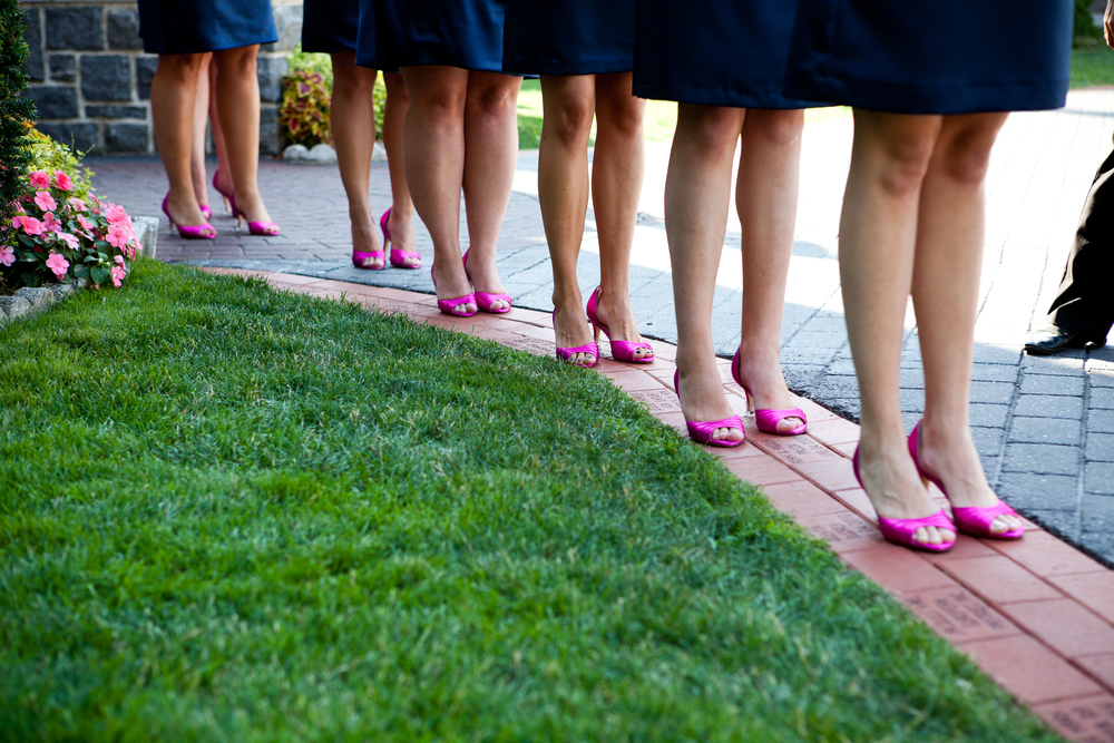 Loved the fuchsia shoes on the lovely bridesmaids!