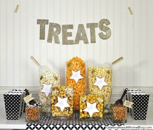 Last but certainly not least, a fun and delicious popcorn bar finishes your Oscar party with a lot of crunch! So easy to DIY!