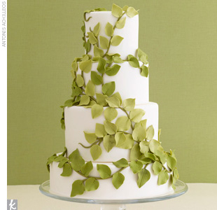 This beautiful vine cake looks so natural AND delicious!