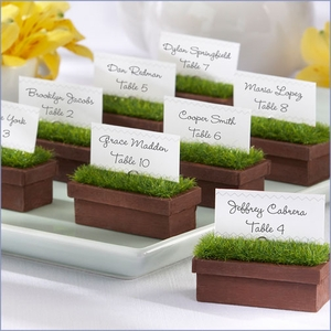 These little planters that double as escort cards are do adorable!