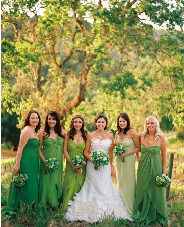 The setting in nature is pretty perfectly green and then the various shades of green in the bridesmaid dresses are so striking!