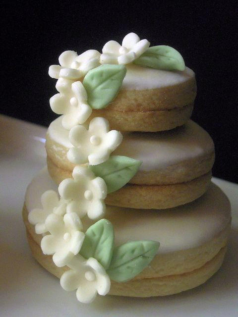 This cute stacked wedding cookie makes a great favor or treat at your event!