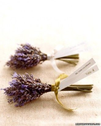 These sweet little bundles of lavender are such a great presentation and really caught our attention!