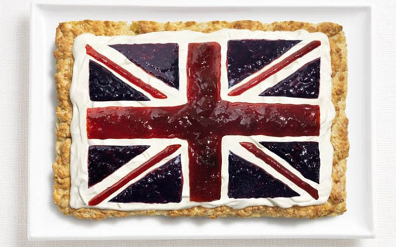 And speaking of scones, this brilliant version of a scone with a Union Jack made of clotted cream and preserves is almost too pretty to eat! Almost....!