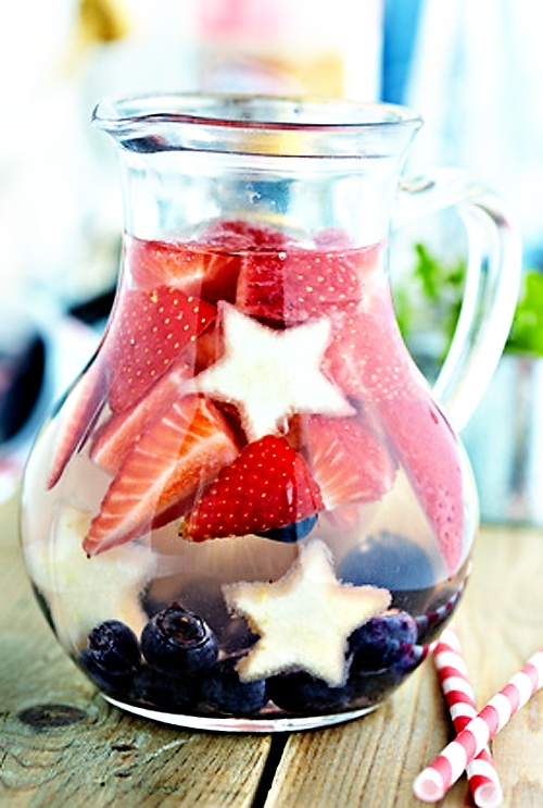 We can't help but fall in love with the Patriotic Sangria! It's so beautiful and delicious!