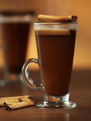 Sometimes you just need a warm drink to heat you up. This hot buttered rum recipe has caramel which adds a rich sweetness to this old fashioned classic. YUM!