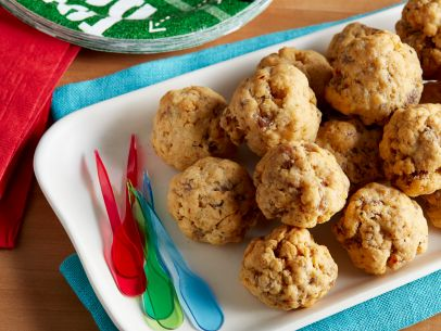 Trisha Yearwood's Sausage Balls - We love Trisha Yearwood and her amazing recipes. This sausage ball recipe is easy, tasty and did we mention tasty?? Plan to make extra as these will go fast!
