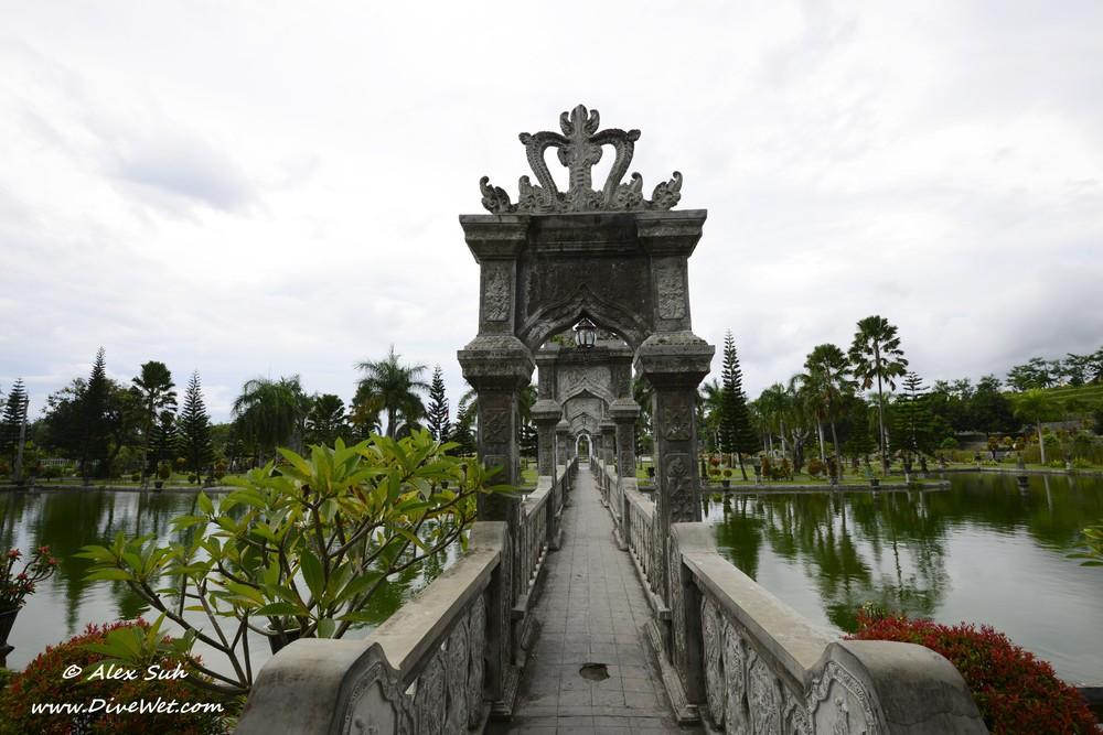 Bali Water Palace Bridge Center.jpg
