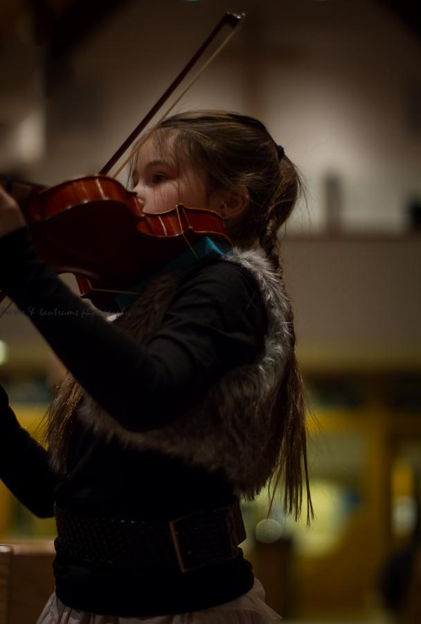 Dancing Violinist girl violin image