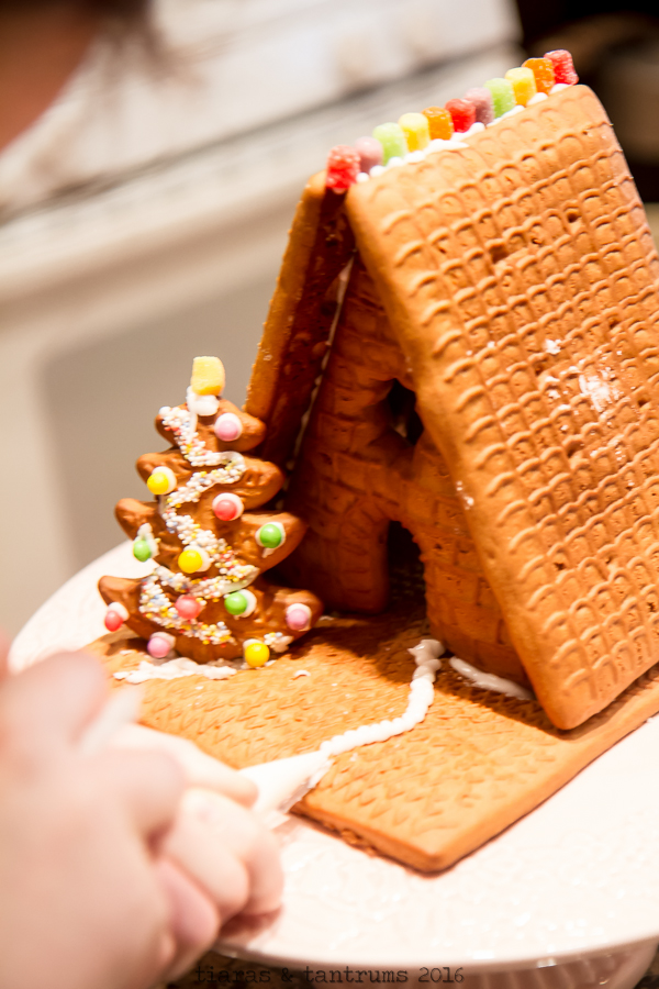 Christmas Activity: Gingerbread House