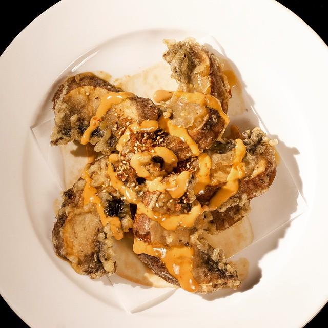 Tempura portabella mushroom w/white miso sake, flavorful vinaigrette & creamy spicy sauce #yum #chef #foodie #foodporn  #iprive