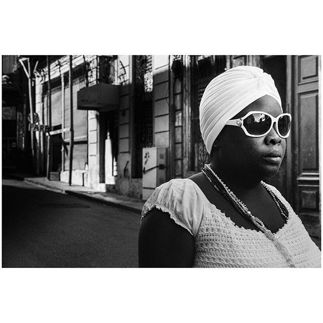 Breaking the rules. 📍Habana, Cuba 🇨🇺 . . . #aVidaQEscolhemos #aVqE #Havana #Habana #Cuba #vedado #travel #traveling #travelphotography #aroundtheworld #wanderlust #streetphotography #capturestreets #streetpeople #blackandwhite #bw#fujifilmxpt #fujifilmglobal  #fujifilm_Xseries #fujixseries #xpro2