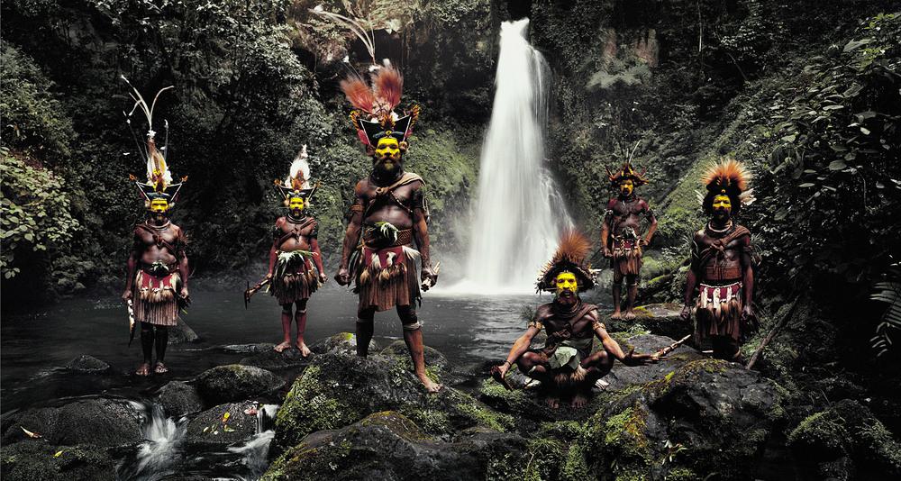 JIMMY NELSON // XV 66 TUMBU, HANGU, PETER, HAPIYA, KATI, HENGENE & STEVEN HULI WIGMEN, AMBUA FALLS, TARI VALLEY ,PAPUA NEW GUINEA, 2010