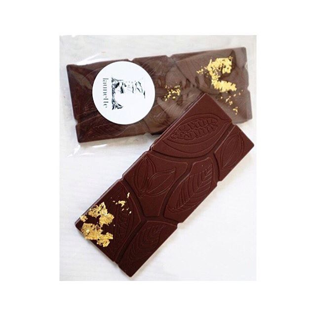 Gifting idea #3  Artisan chocolate that looks and sounds divine from @launette ...3 choices of pine pollen • Frankincense, orange, raisin + Goji • Golden Mylk. I'll be keeping one for me and gifting the others 🙏🏼 Ditch the commercial sugar laden bars and chose something made with great ingredients and with 💛 📸: @launette . . . . . #christmasgifts #giftguide #shopsmallbusiness #supportsmall #artisan #cacao #chocolate #frankincense #pinepollen #turmeric #eeeeeats #christmastreats #rawcacao #atchristmas