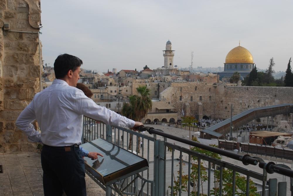 1 - EdMilibandJustineEastJerusalem.JPG