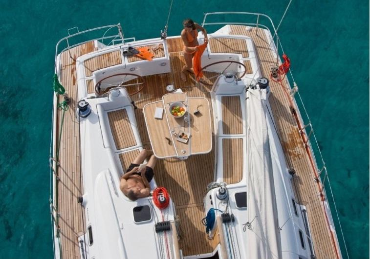 gr sailing beneteau oceanis 54 cockpit.jpg
