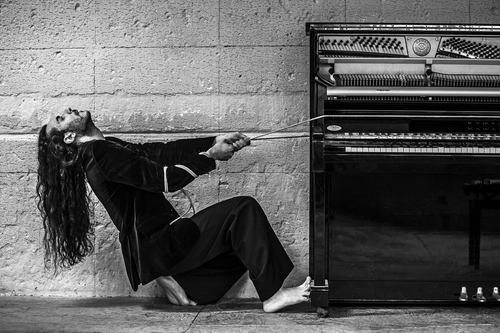 Foto tirando del piano sin firma.jpg