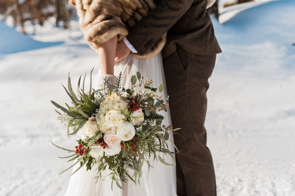 Isnt't this winter bouquet gorgeous?!