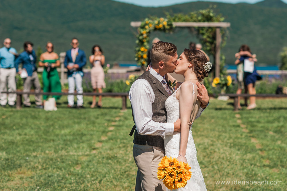 IdenaBeach-Vermont-Wedding-Photographer-Mountain-Top-Inn-43.jpg