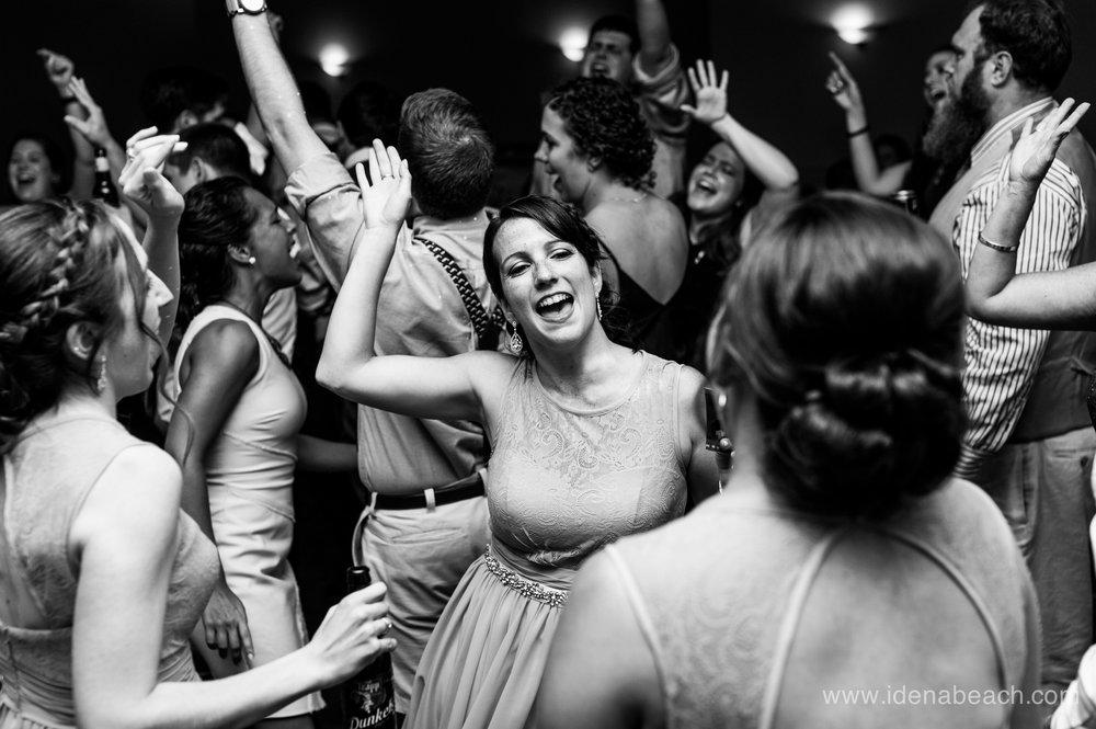 IdenaBeach-StoweflakeResort-VermontWeddingPhotographers-184.jpg