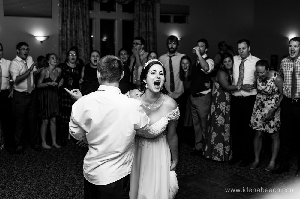 IdenaBeach-StoweflakeResort-VermontWeddingPhotographers-221.jpg