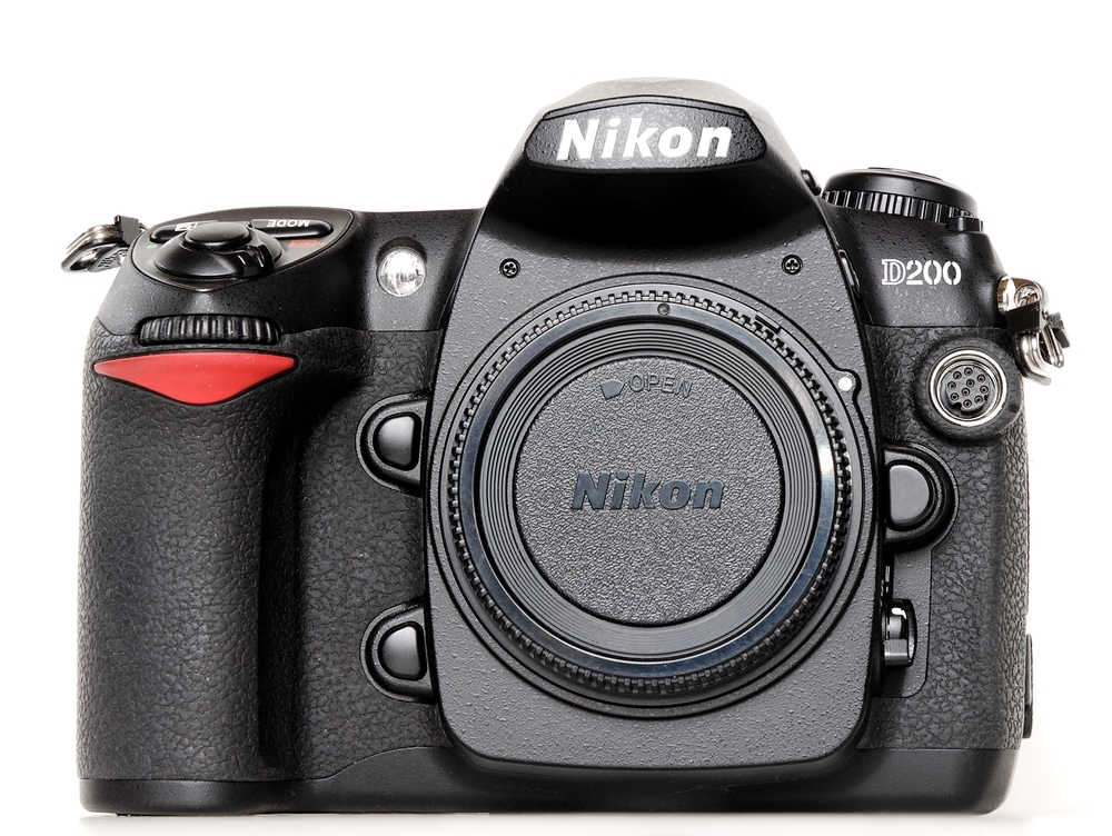 Nikon_D200_body_front.jpg