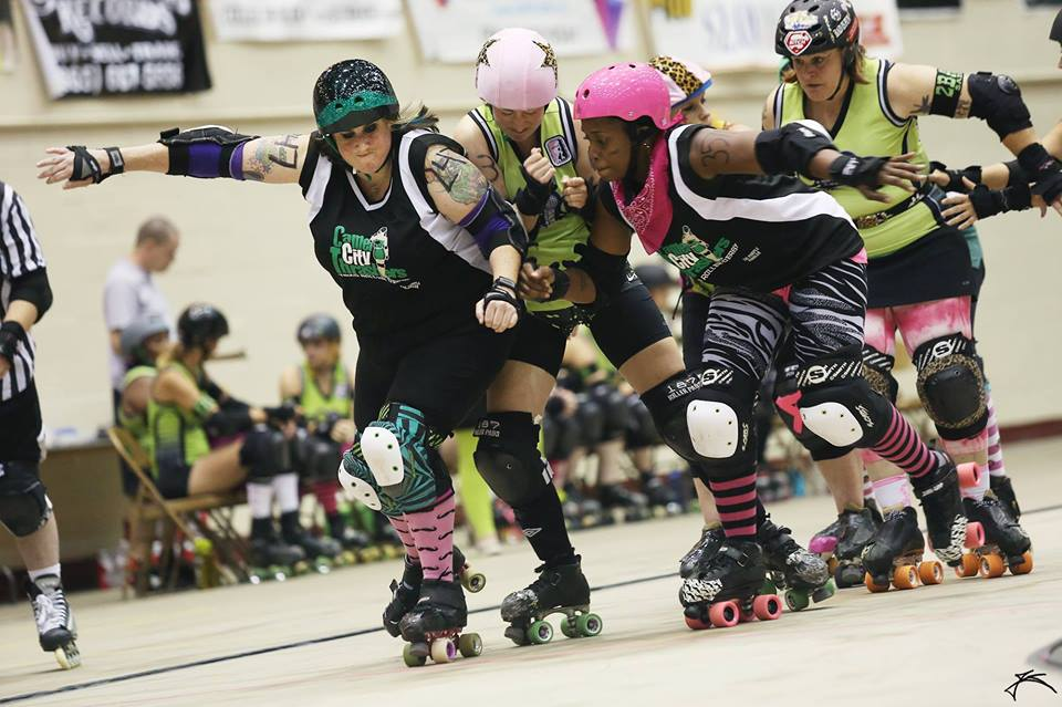 Heather Alva wearing the Smith Scabs Elite Hypno Knee pads