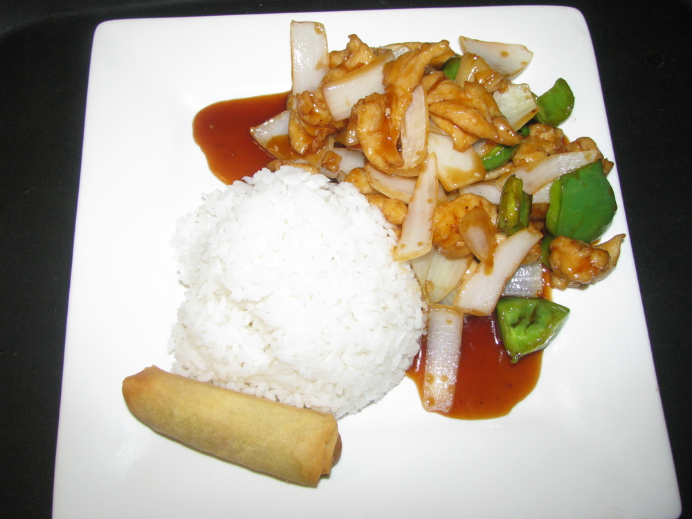 PINEAPPLE STYLE WHITE MEAT CHICKEN, BEEF, PORK OR SHRIMP STIR FRIED, THEN TOSSED ON OUR FLAMING WOK WITH ONIONS, GREEN PEPPERS AND PINEAPPLES. COOKED WITH OUR HOMEMADE SWEET ASIAN SAUCE.