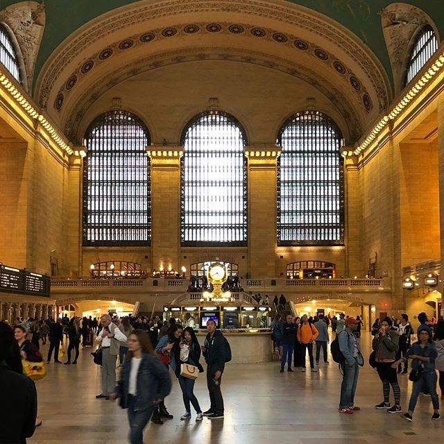 That guy in the middle tho 😯 #grandcentral #nyc #manhattan #idontlikethesubway #nofilter