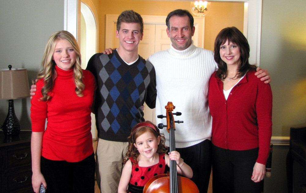 Starring as the George family: (left to right) Emily Capehart, Barrett Carnahan, Kevin Sizemore, Claudia Esposito and Siomha Kenney.