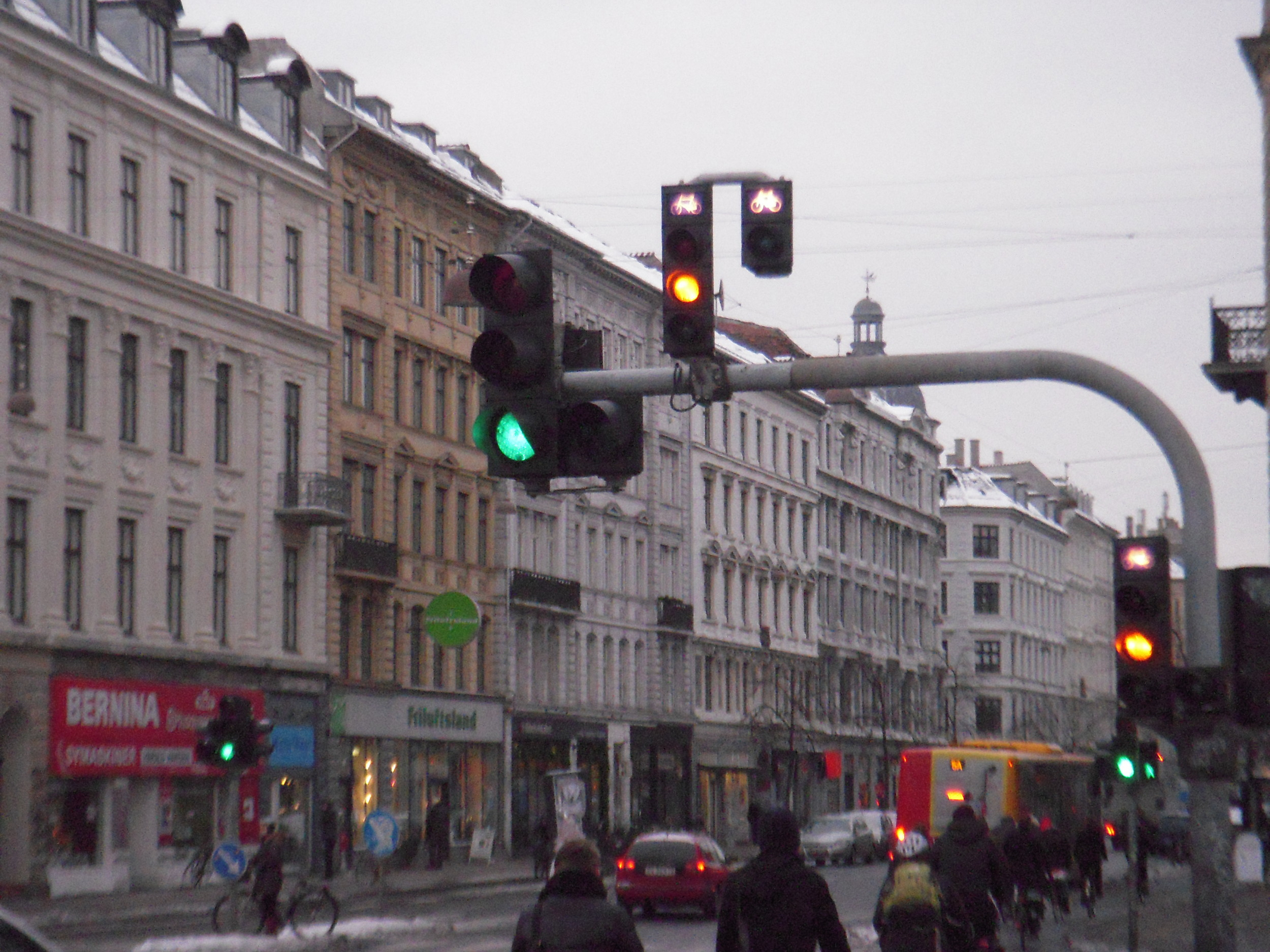 Traffic Lights with Bicycle Prioritization