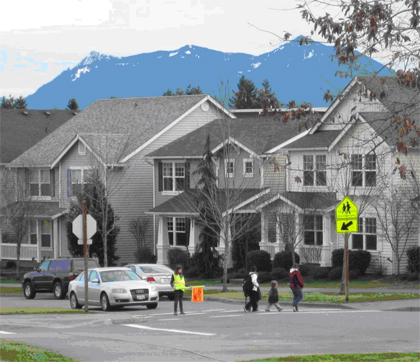 Snoqualmie – There is an active Safe Routes to School program in Snoqulamie. The City and the Snoqualmie Valley School District work together toidentify walking routes for students and their families. Many studies show that students who increase their physical activity throughout the day have improved health. Photo: SvR Design Company