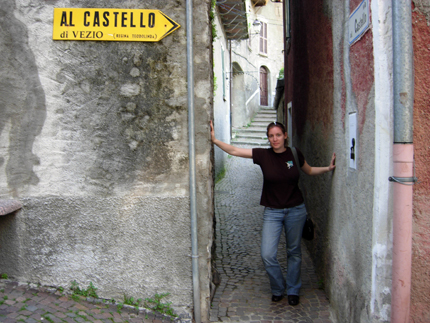 Al Castello di Vezio - the main street through the village of Vezio is about the width of two people