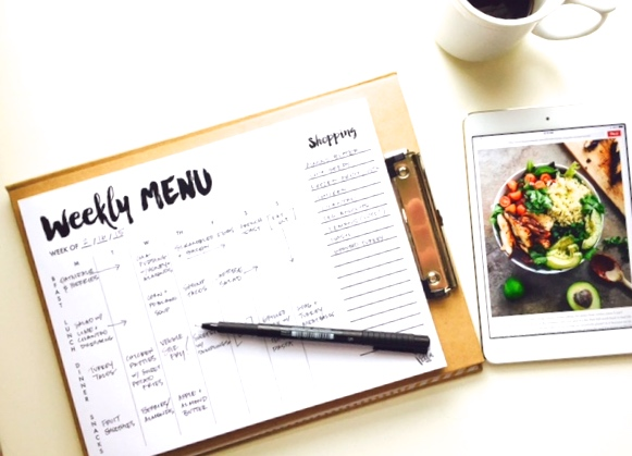 The 'I've got it together' Weekly Meal Planner with tear-off market list.